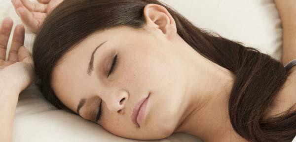A mély alvás újratölti az idegrostokat